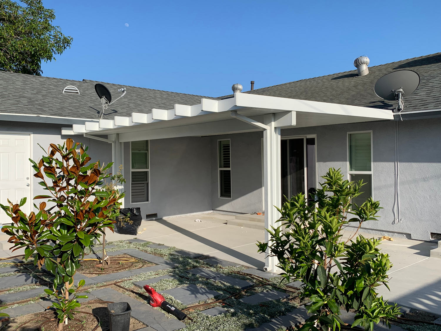 White,Aluminum,Patio,Cover,Attached,To,California,Home.