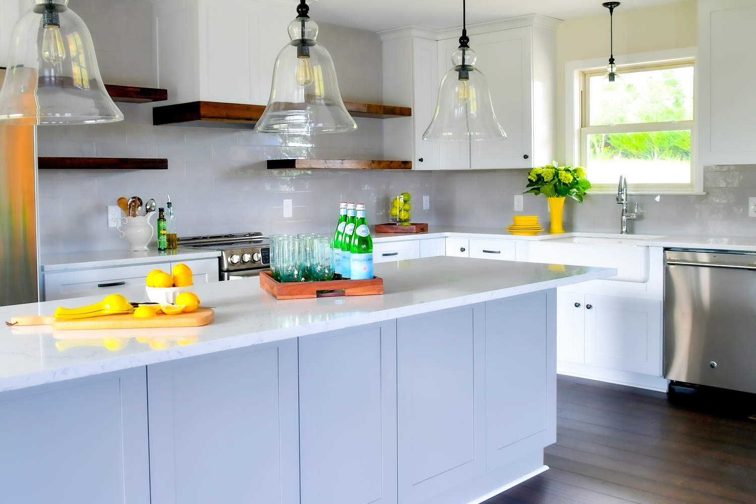 bright-cheery-kitchen-in-a-new-home-with-open-conc-T7SUDLD